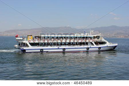 Passenger Ship Whith A Passengers