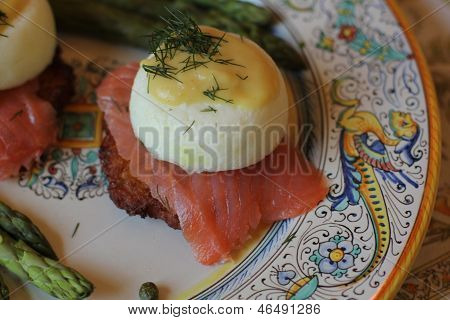 Eggs Bebedict on smoked salmon close