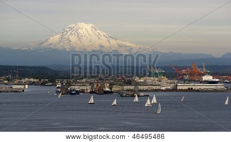 Velero Regata Inicio Bahía Puget Sound Mt Rainier Tacoma Washington