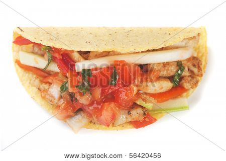 Taco shell filled with grilled chicken meat and fresh vegetable salad