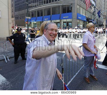 NYC Comptroller Scott Stringer waving