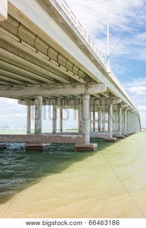 The bridge connecting the city of Miami to Key Biscayne