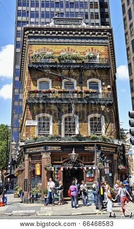 Pub -the Albert In London On Victoria Street