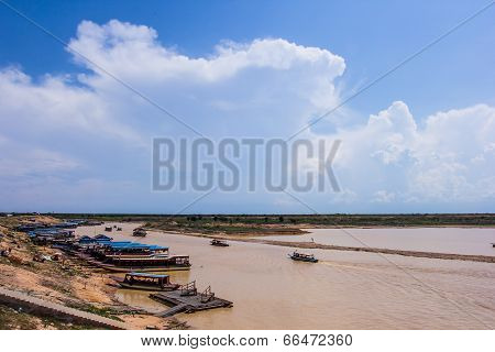 SIEM REAP CAMBODIA - May 3,2014 : Cambodian people live beside Tonle Sap Lake in Siem Reap Cambodia