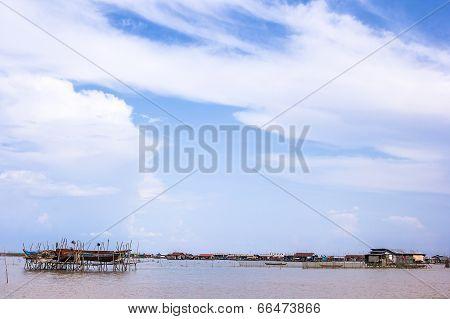 SIEM REAP CAMBODIA - May 3, 2014: Fishing Village At Tonle Sap Lake In Siem Reap