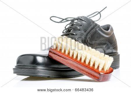 Classic Black Men's Shoe And Brush