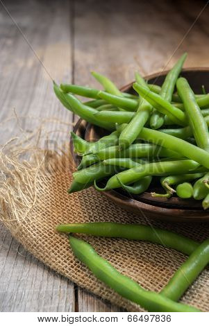 bowl of freshly picked green beans