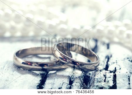 wedding rings, retro style