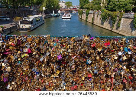 Paris. Pont De L'archevêché.