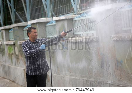 Cleaning Graffiti