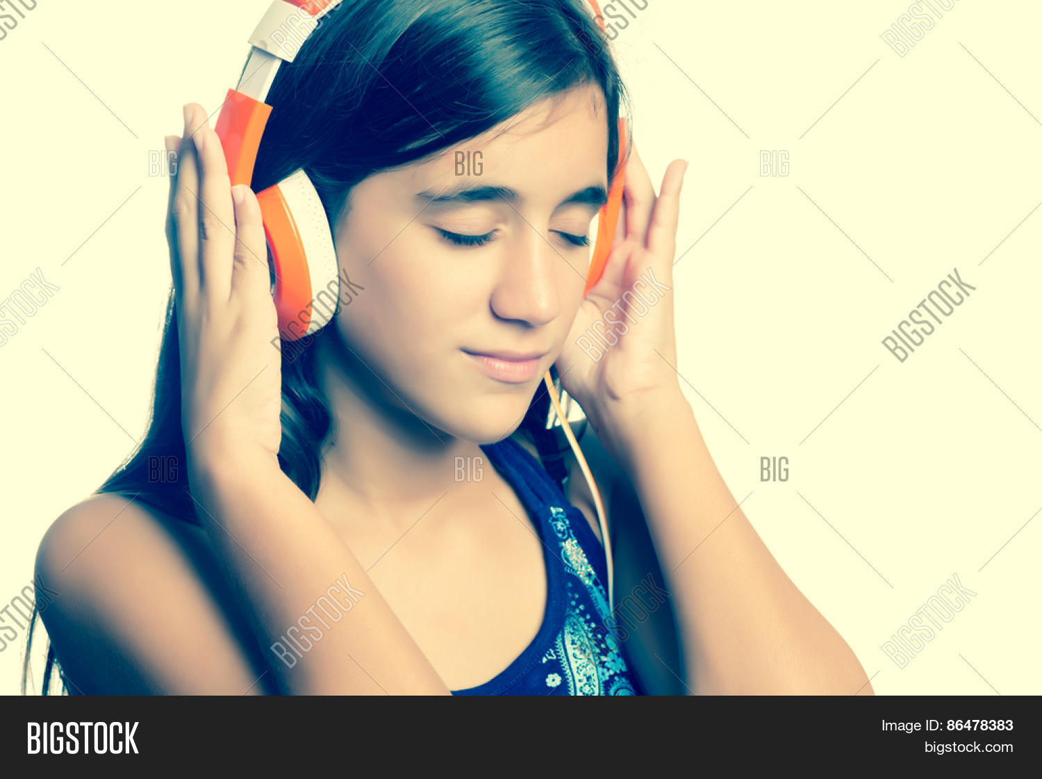 instagram toned small teenage girl listening to music on