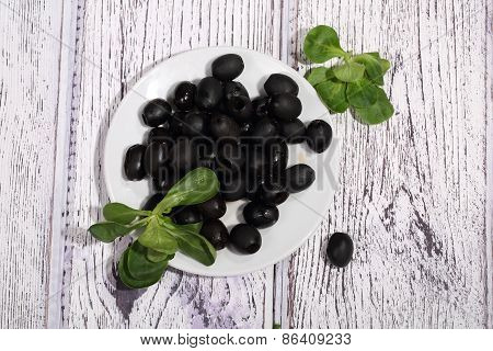 Marinaded Olives With Ruccola