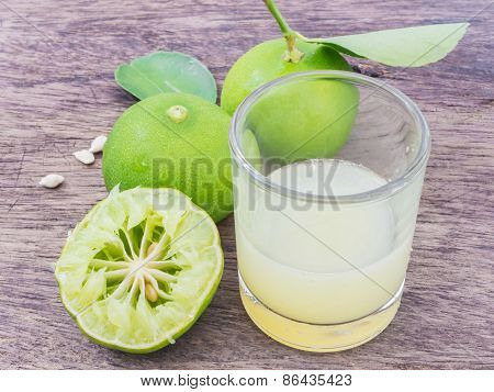 Lemon Juice With  Sliced Lemon Squeezed