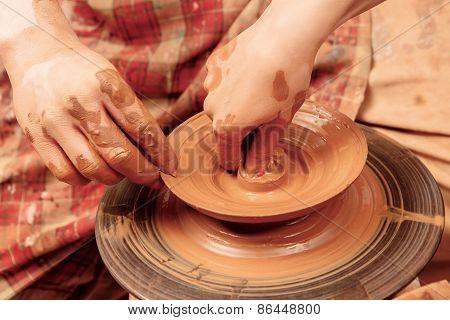 Forming a clay jar
