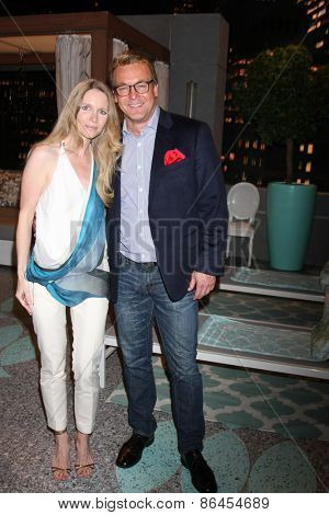 LOS ANGELES - MAR 26:  Lauralee Bell, Doug Davidson at the Young & Restless 42nd Anniversary Celebration at the CBS Television City on March 26, 2015 in Los Angeles, CA
