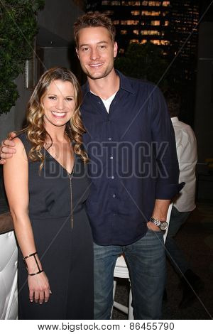 LOS ANGELES - MAR 26:  Melissa Clare Egan, Justin Hartley at the Young & Restless 42nd Anniversary Celebration at the CBS Television City on March 26, 2015 in Los Angeles, CA