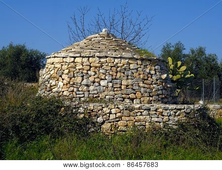 small rural construction in stone in the countryside of Puglia