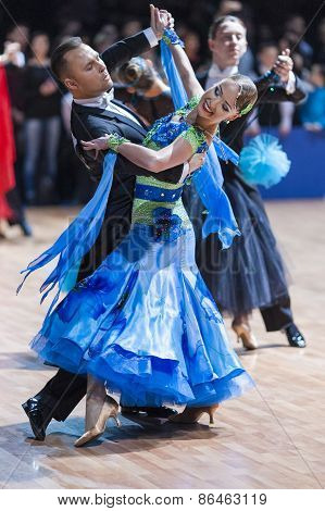 Minsk, Belarus-february 14, 2015: Professional Dance Couple Of Divtsov Dmitrii And Gribkova Mariya F