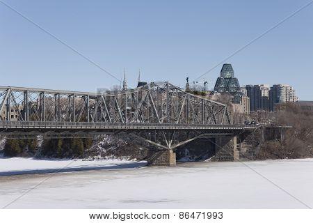 Alexandria Bridge in winter
