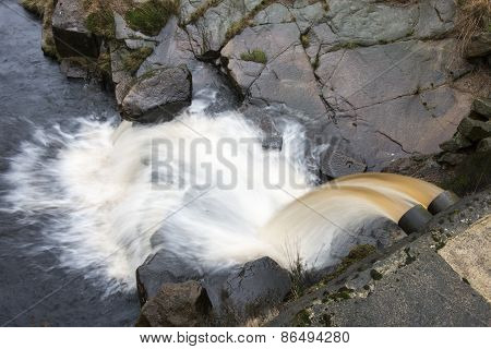 Water Overflow Pipe