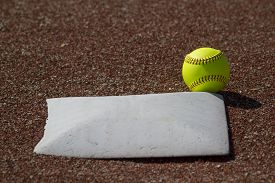 picture of fastpitch  - It - JPG