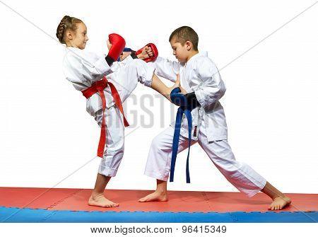 Girl beats boy mae geri kick in the stomach