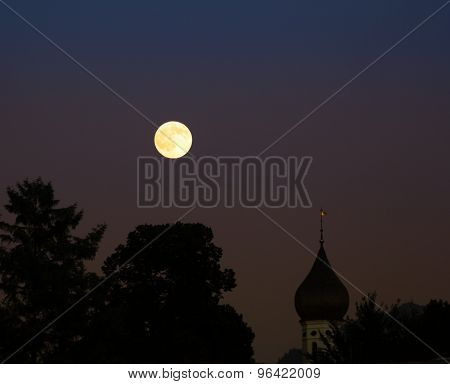 When yesterday evening the moon come up