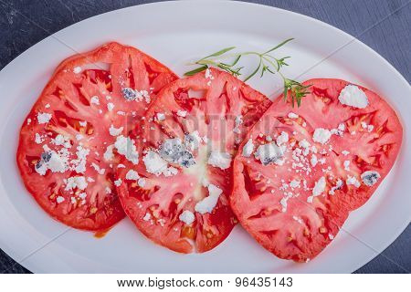 Salad With Tomatoes With Goat Cheese