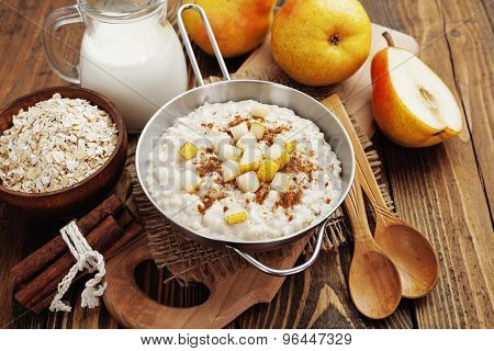 Oatmeal With Pear And Cinnamon
