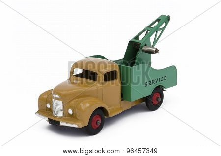 Toy towing truck