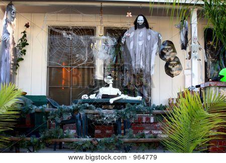 Spooky porche decorado