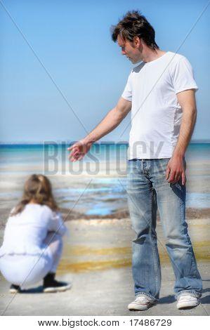 Junge traurig paar am Strand