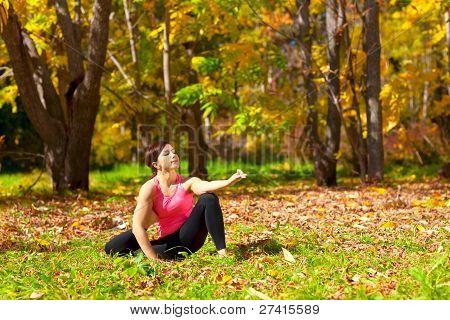 Yoga Eka Pada Yoga Dandasana darstellen