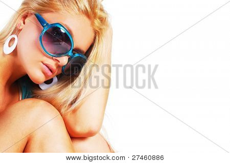 Close-up woman in sunglasses