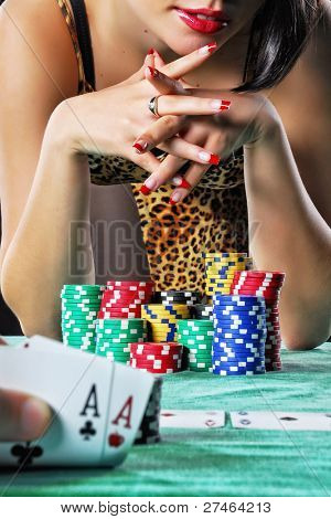 women play poker