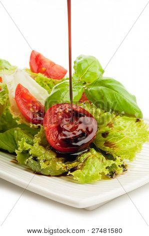 balsamic vinegar falling down over salad