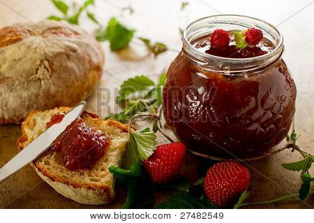 strawberry  jam with slice bread