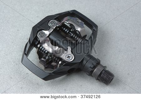 Bicycle clipless pedal