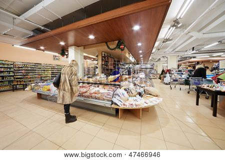 MOSCOW - DEC 8: Visitors in food supermarket Bahetle, December 8, 2012, Moscow, Russia.