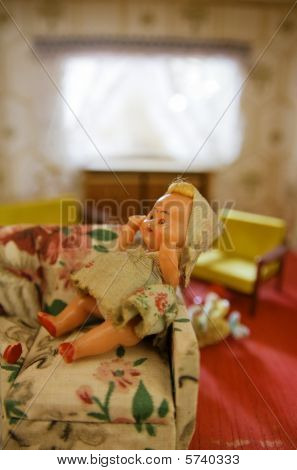 Dollhouse Livingroom And Doll