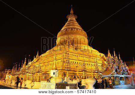 Shwezigon Pagoda, Night