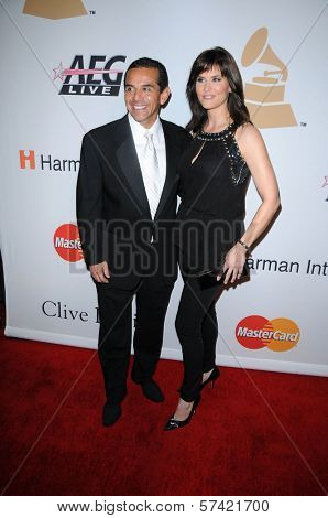 Antonio Villaraigosa and Lu Parker at The Recording Academy and Clive Davis Present The 2010 Pre-Grammy Gala - Salute To Icons, Beverly Hilton Hotel, Beverly Hills, CA. 01-30-10
