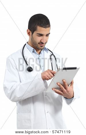 Arab Saudi Doctor Man Reading A Tablet Reader