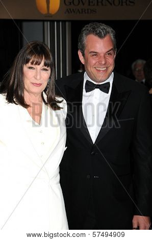 Anjelica Huston and Danny Huston at the 2009 Governors Awards presented by the Academy of Motion Picture Arts and Sciences, Grand Ballroom at Hollywood and Highland Center, Hollywood, CA. 11-14-09