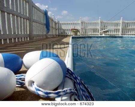 junto a la piscina