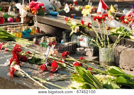 Kiev, Ukraine - May 12, 2014: Ukrainian Revolution. Euromaidan.people Bringing Flowers And Candels T