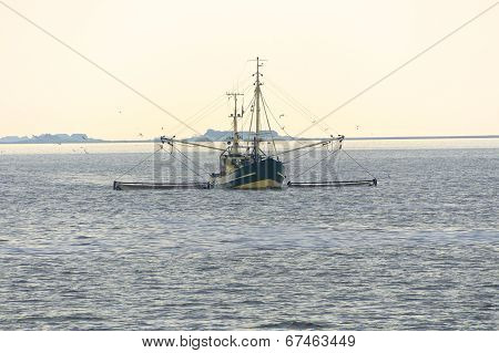 Trawler in front of a North Frisian Island
