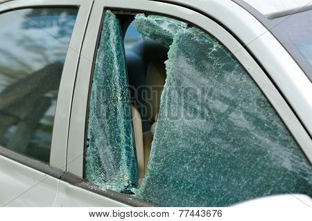 car window smashed by thief