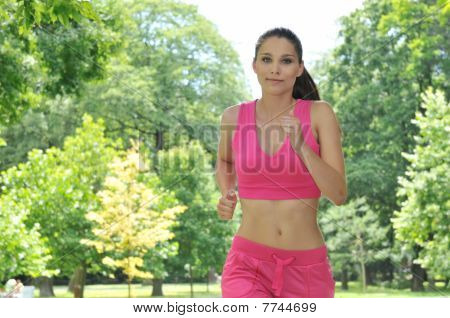 Junge Person running outdoors