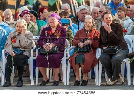 Senior female veterans of World War II on tribunes